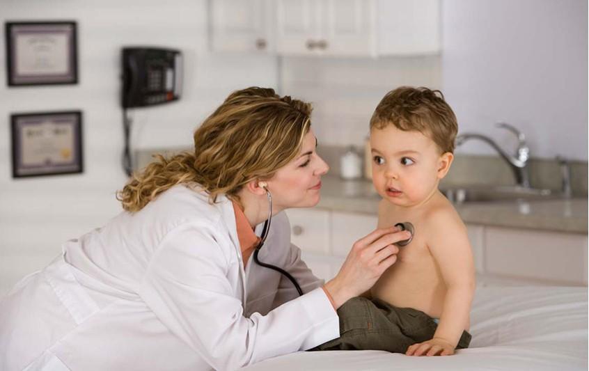 Τα εμβόλιά του μωρού για τα νοσήματα. Παρενέργειές.