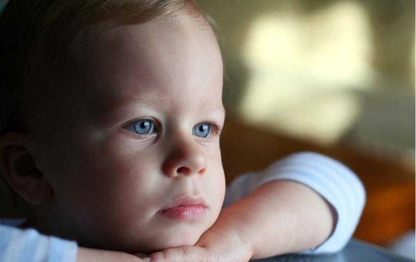 toddler boy sad
