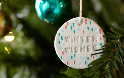 Φτιάξτε εύκολα Χριστουγεννιάτικα στολιδάκια με τα παιδάκια σας!