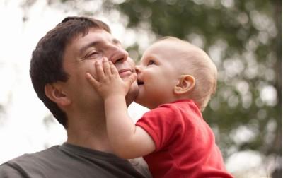 Συμβουλές για να ωθήσετε το νέο πατέρα να αναλάβει δράση!