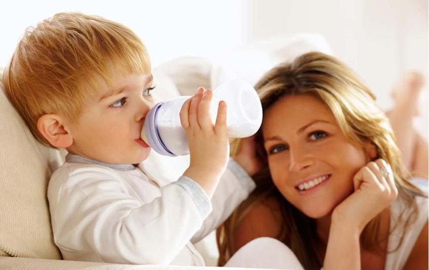 Το τάισμα του μωρού με μπιμπερό