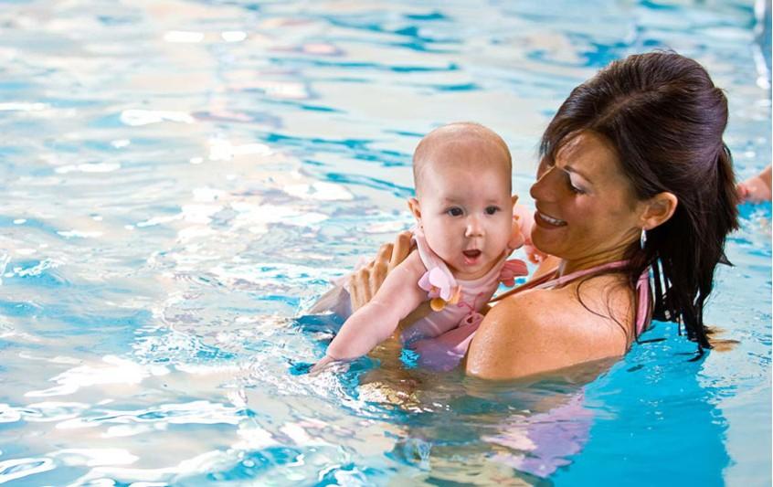 Baby swimming - Χρήσιμες συμβουλές και οδηγίες
