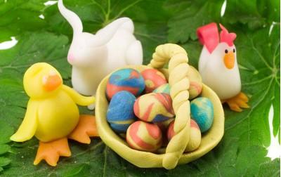 Δραστηριότητα μαζί με το παιδί σας. Βάψτε τα αυγά με φυσικές βαφές όπως παλιά!