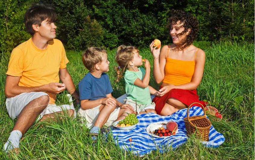Πού και πώς… τρώει η οικογένεια;