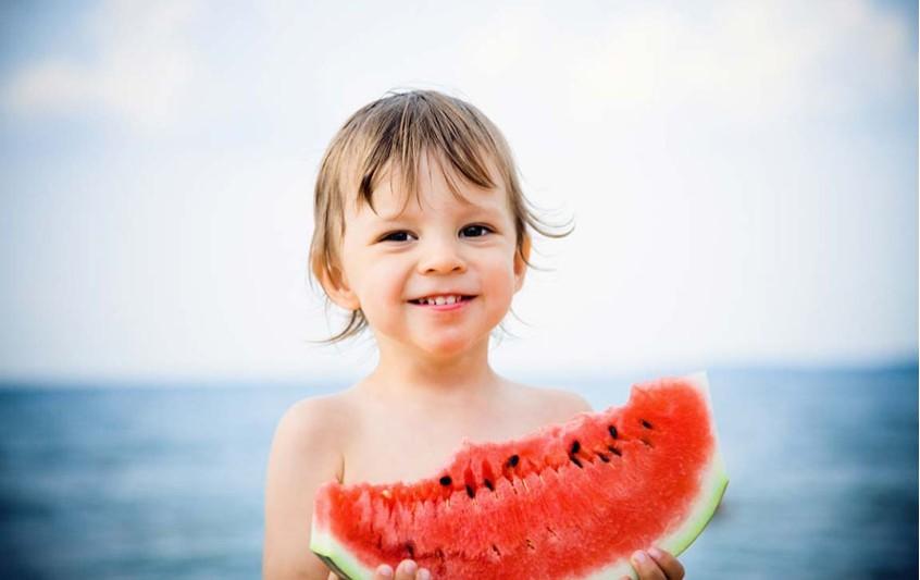 Καλοκαιρινές γλυκές απολαύσεις: Ποιες κακές τροφές να αποφεύγουν τα παιδιά