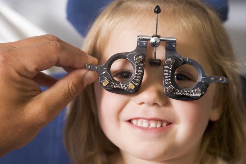 O οφθαλμολογικός έλεγχος εγγραφής στο σχολείο. Μια τυπική διαδικασία με ουσία